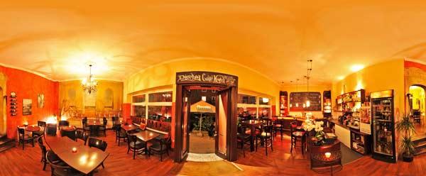 Cafe Bar Chelsey Kiel Tresen Eingang