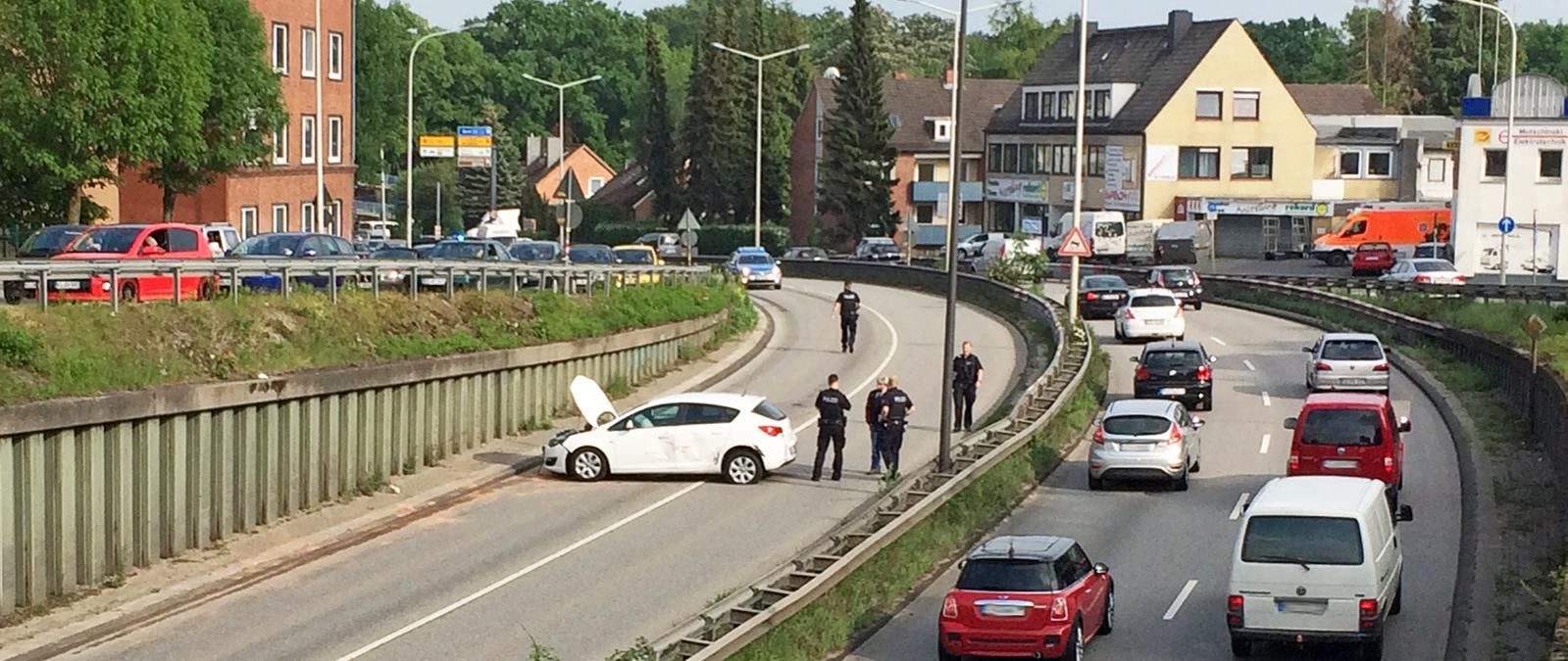 Sperrung B76 nach Unfall lange Staus Kiel