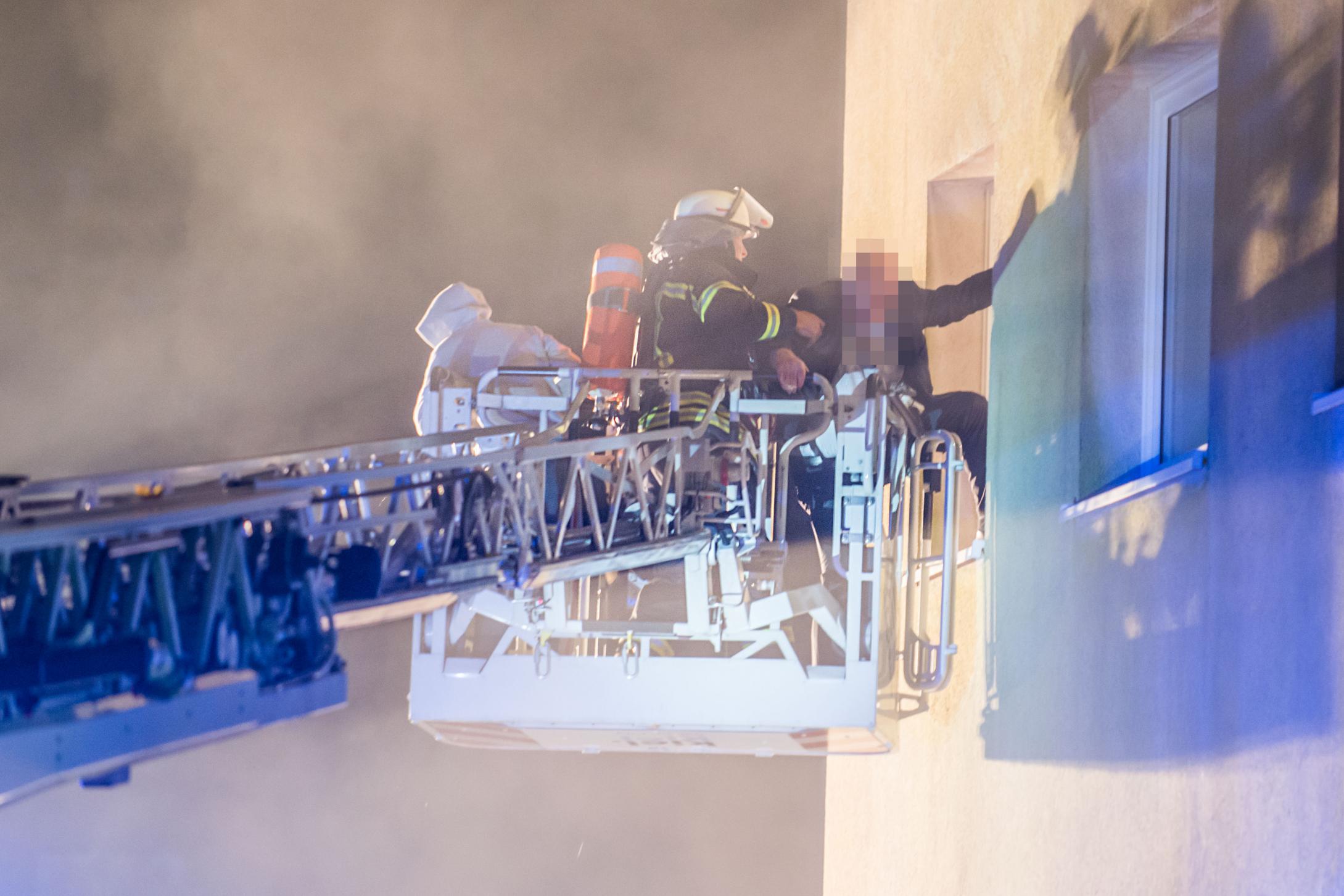 Kellerbrand Feuer Wellingdorf Kiel Feuerwehr rettet Bewohner