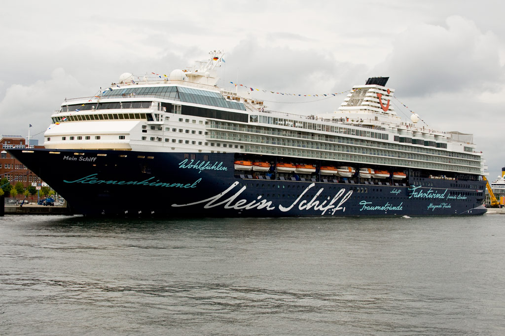 Mein Schiff in der Kieler Förde